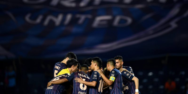 Dịch Covid-19 lại bùng phát, bóng đá Thái Lan tiếp tục rơi vào vòng tréo ngoe