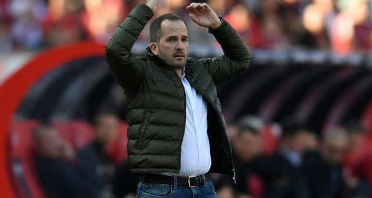 Manuel Baum trở thành huấn luyện thứ 4 bị sa thải tại Bundesliga
